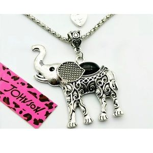 NWT Betsey Johnson elephant pendant necklace